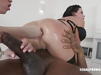 Veronica Avluv and Monika Ultra-Kinky had an bi-racial four-way the other day and enjoyed how it sensed
