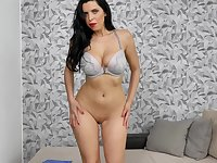 Kira Queen thrills with a curvy girl striptease