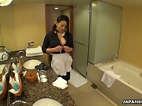 Juggy maid in uniform Rei Kitajima masturbates cunt while cleaning