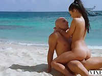 YOUNG SLUT Latina Sugar Baby Satisfies Her Daddy On Vacation