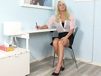 Bombshell London River masturbates her wet muff in the office